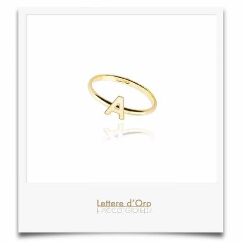 Anello oro 9K con lettera iniziale nome