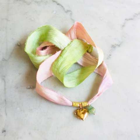 Nastro di seta verde rosa con ciondolo Cuore e Fluorite
