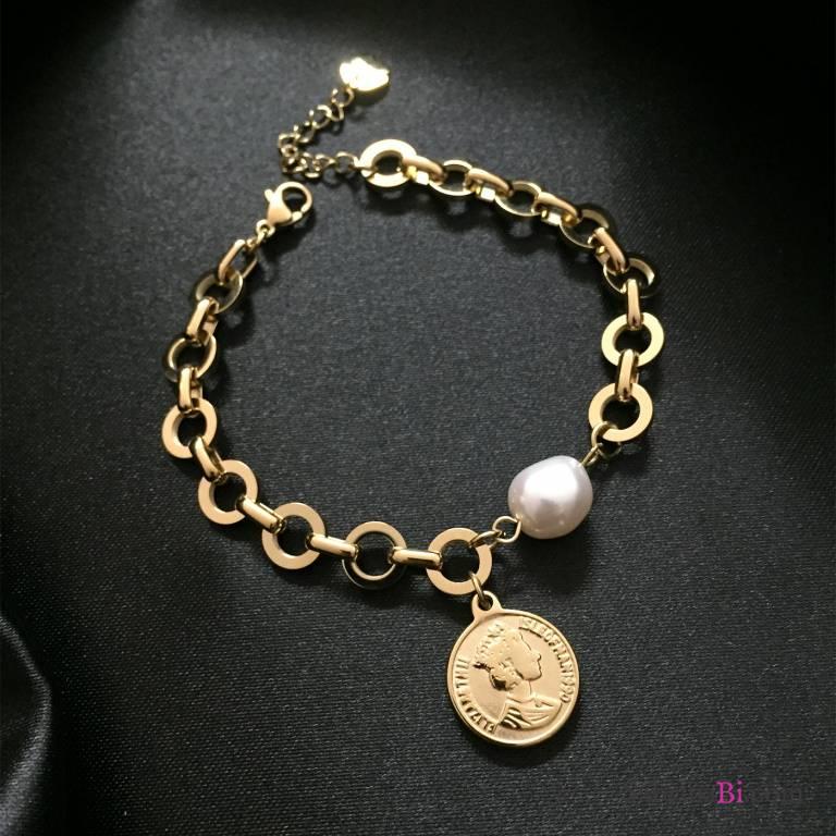 Bracciale catena oro, perla e moneta