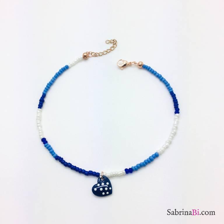 Cavigliera micro perline blu e bianche cuore pois