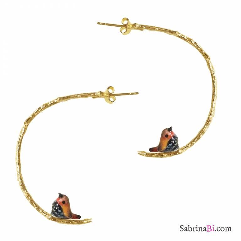 Orecchini pendenti cerchio aperto Pettirosso porcellana sul ramo oro