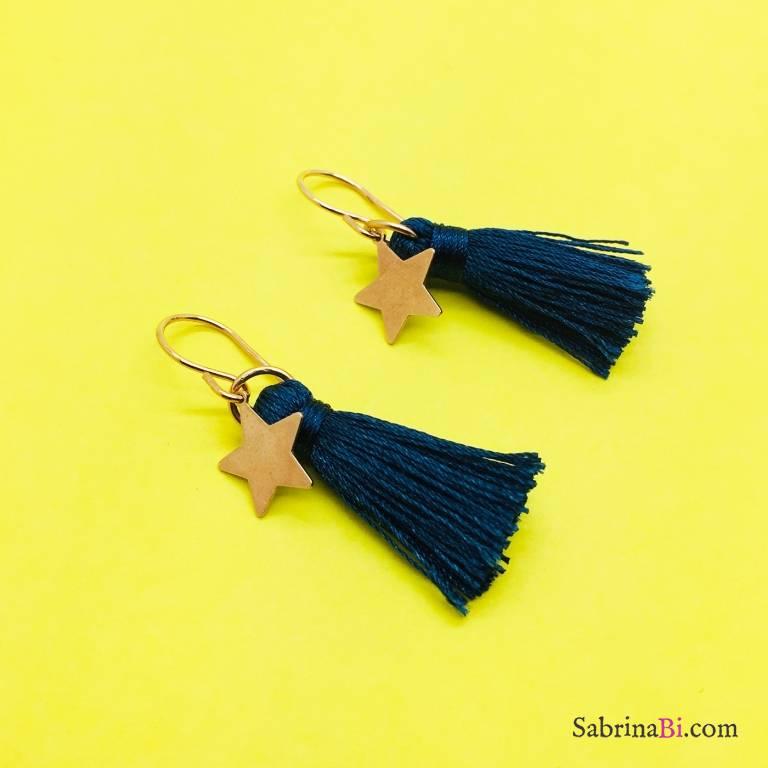 Orecchini pendenti nappina blu e stella