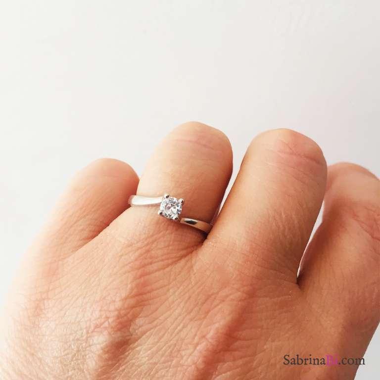 Anello Solitario regolabile Zircone Bianco mm 4 in argento 925 rodiato
