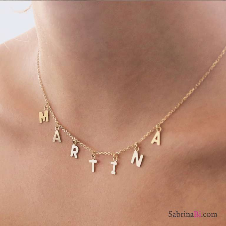 Collana girocollo oro 9K con 8 lettere pendenti