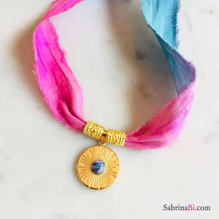 Nastro di seta rosa blu con pendente Sodalite