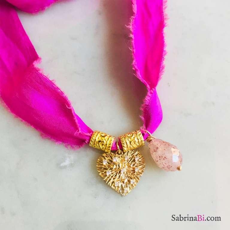 Nastro di seta rosa con ciondolo cuore e Quarzo