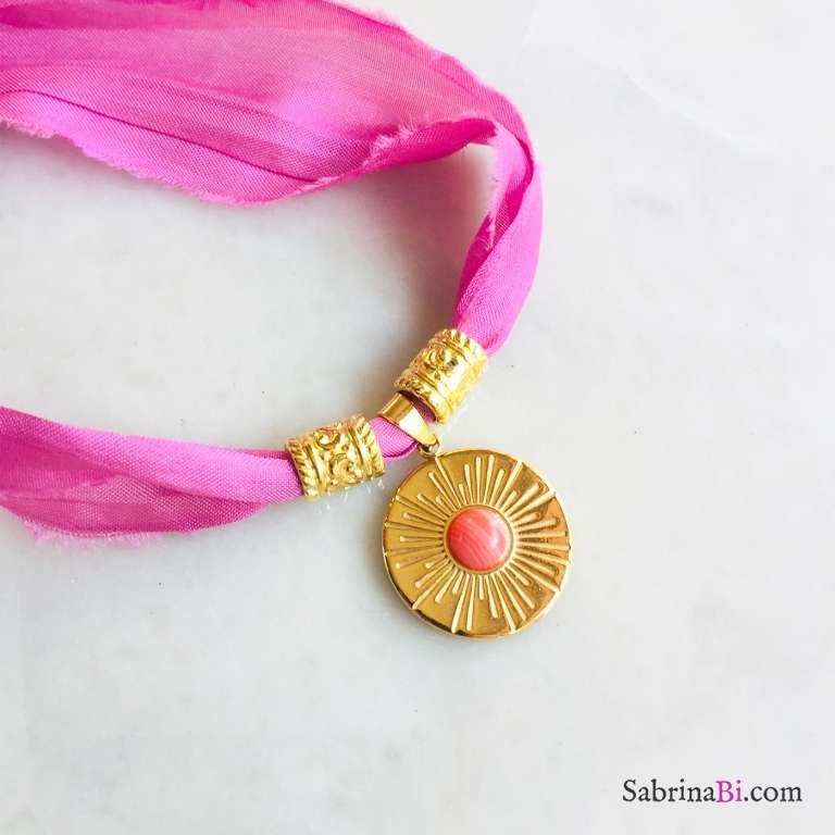 Nastro di seta rosa con pendente Rodonite