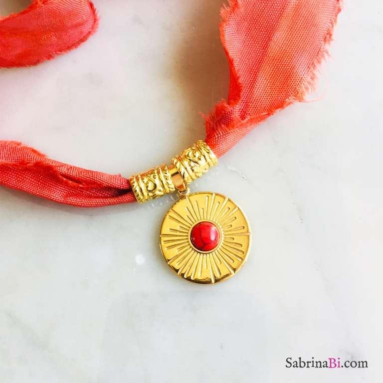 Nastro di seta rosso con pendente Howlite